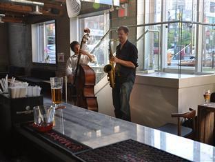 Hotel Ocho Toronto (ON) - Music at the Restaurant