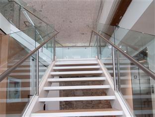 Hotel Ocho Toronto (ON) - Stairs to Restaurant