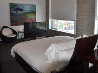 Hotel Ocho Toronto (ON) - Deluxe King