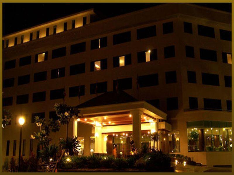 Sri U-Thong Grand Hotel - Suphan Buri