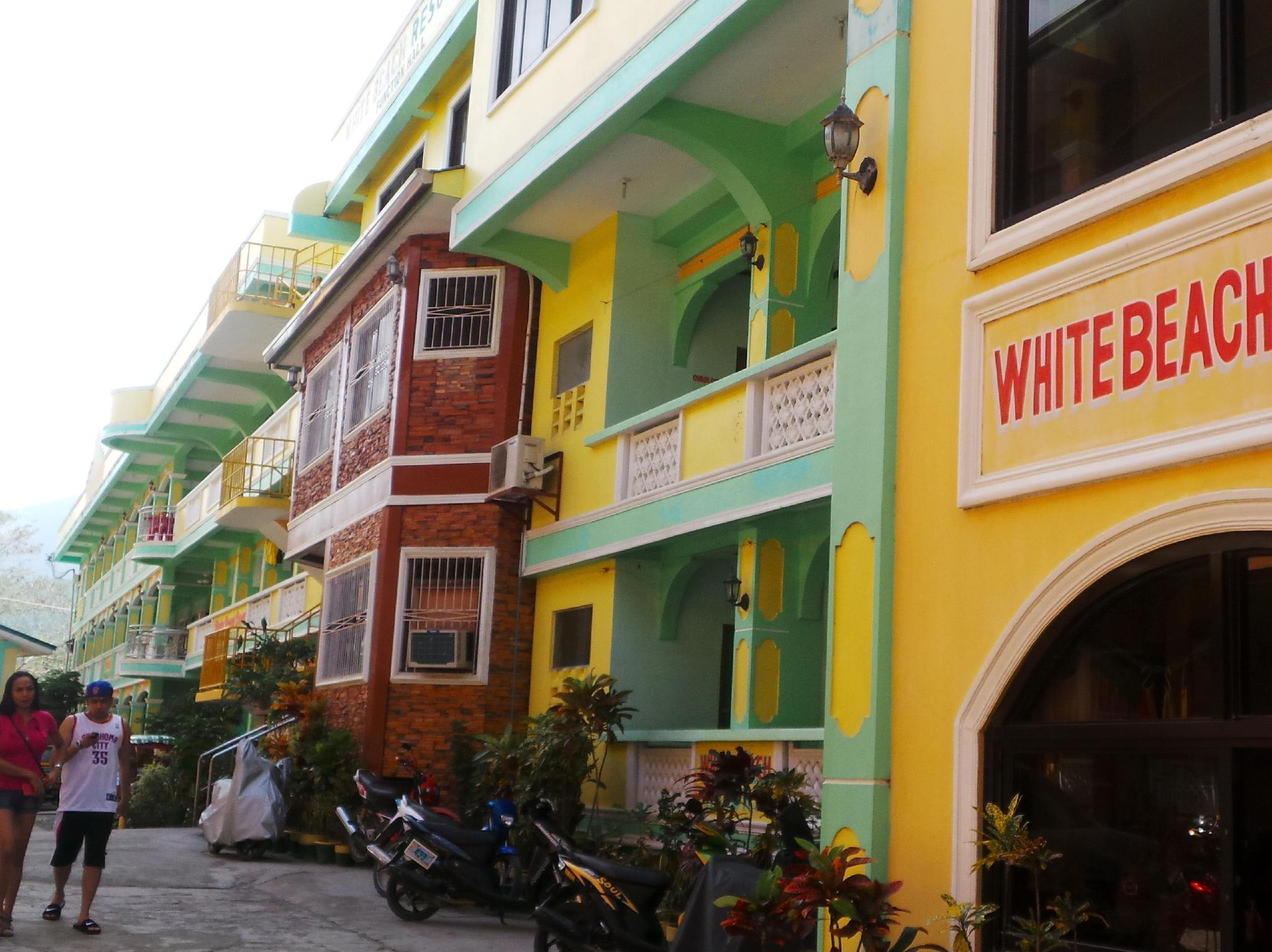 White Beach Resort Bar & Restaurant Puerto Galera - Hotel Exterior