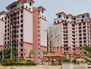 Marina Homestay @ Marina Court Resort Condo