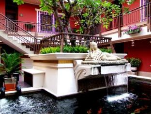 Pretty Resort Hotel and Spa Bangkok - Fish Pond & Garden