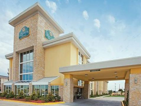 La Quinta Inn And Suites Dallas I 35 Walnut Hill Lane