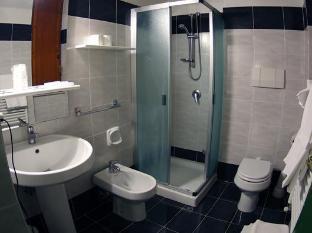 Hotel Iris Crillon Fiuggi - Bathroom