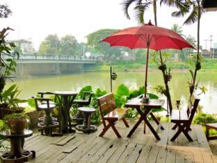 Hollanda Montri Guesthouse Chiang Mai - Cibo e bevande