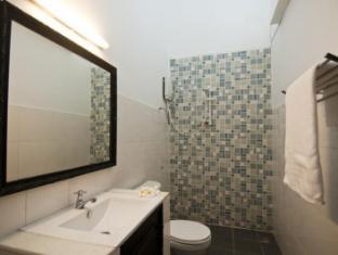 Le Leela Villa Hotel Phnom Penh - Bathroom with Shower