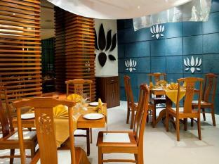 Radisson Blu Resort Goa Cavelossim Beach South Goa - Food, drink and entertainment