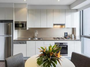 Meriton Serviced Apartments Adelaide Street Brisbane - Kitchen