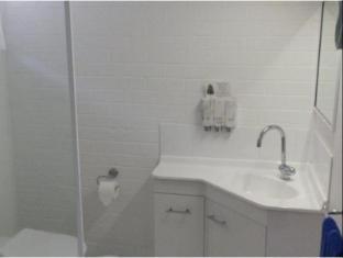 Coachman Motel Toowoomba - Bathroom
