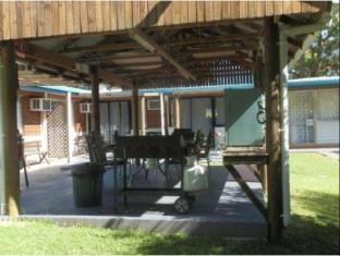 Coachman Motel Toowoomba - BBQ Area