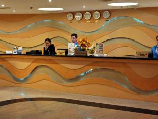 Pinnacle Hotel and Suites Davao City - קבלה