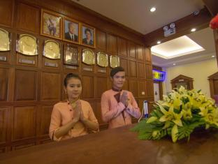 Golden Sea Hotel & Casino Sihanoukville - Warming Traditional Greeting