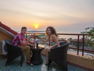 Golden Sea Hotel & Casino Sihanoukville - Sunset with Red wine