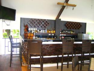 Dive Thru Scuba Resort Bohol - Pub/salon