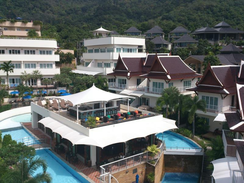 Karon Sovereign All Suites Resort Phuket - Hotellet från utsidan