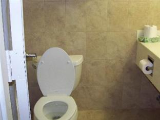 Howard Johnson North Bergen Hotel Jersey City (NJ) - Bathroom