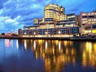 Alpha Apartments Docklands