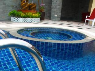 Patong Hemingway's Hotel Phuket - Hot Tub and Pool