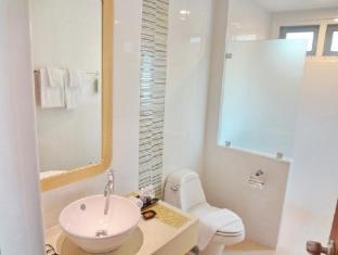 Bussaba Bangkok Boutique Hotel Bangkok - Family Deluxe Bathroom