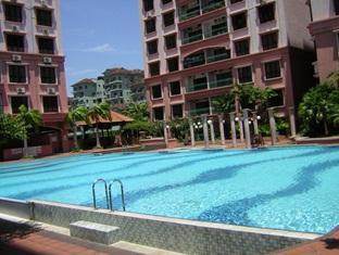 KK Stays @ Marina Court Resort Condominium Kota Kinabalu - Swimming Pool