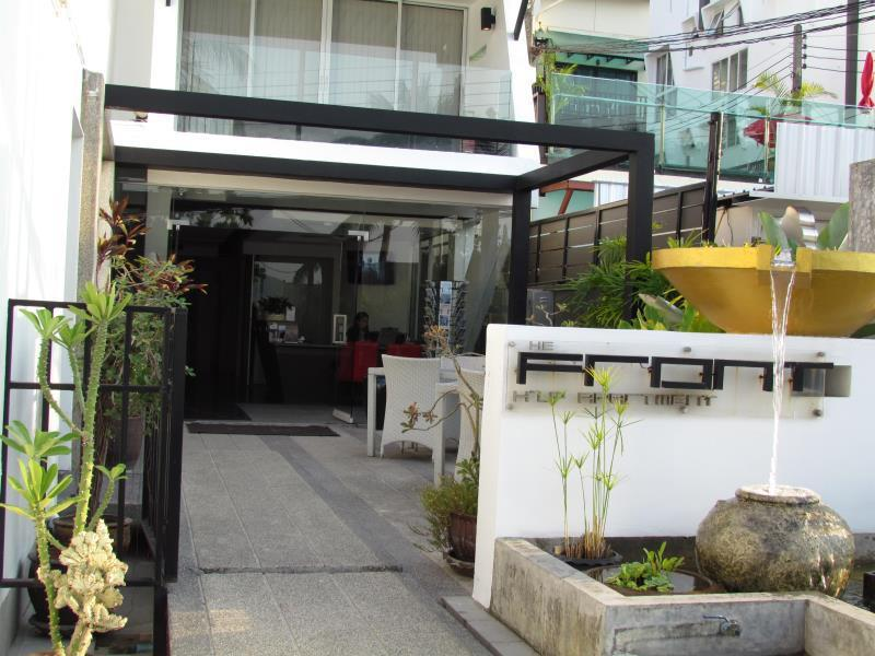 The Front Apartments פוקט