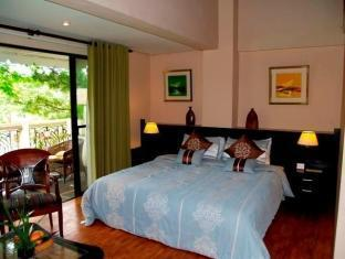 Bed & Breakfast at Royale Tagaytay Country Club Tagaytay - Triple Sharing with Loft