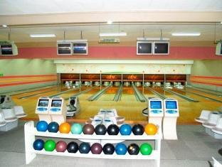 Bed & Breakfast at Royale Tagaytay Country Club Tagaytay - 12 Automatic Bowling Lanes