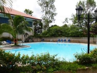 Bed & Breakfast at Royale Tagaytay Country Club Tagaytay - Outdoor Swimming pool