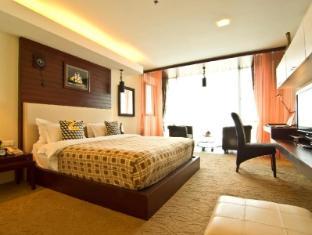 Rashmi's Plaza Hotel Vientiane Vientiane - Studio Living Room King Bed