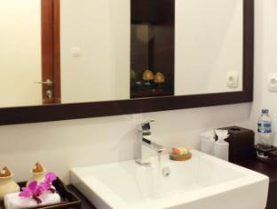 Room photo 10 from hotel Villa Cory