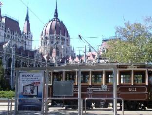 Parisien Downtown Apartment Budapest - Surroundings
