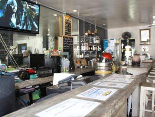 Phuket Backpacker Hostel פוקט - בית קפה