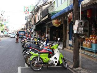 Phuket Backpacker Hostel פוקט - בית המלון מבחוץ