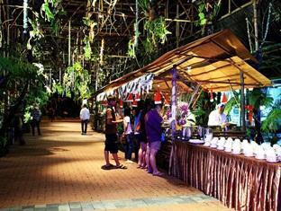 Sinar Serapi Eco Theme Park Resort Kuching - Quầy buffet