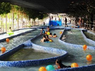Sinar Serapi Eco Theme Park Resort Kuching - Bể bơi