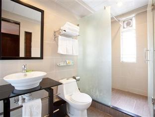 Sunny Day Hotel, Mong Kok Hong Kong - Family Room - Bathroom