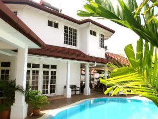 Rumah Putih B & B - 4 star located at KLIA2