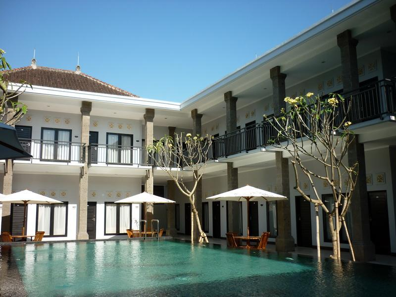 Hotel Asoka City Home באלי