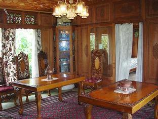 Mughal - E - Azam Houseboat Srinagar - Dining Hall