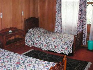 Mughal - E - Azam Houseboat Srinagar - Deluxe Room