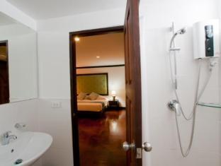 Cucumber Inn Suites and Restaurant Pattaya - Bathroom