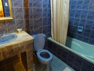 Turissimo Garden Hotel Puerto Princesa City - Suite Bathroom