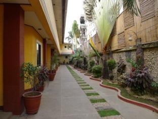 Turissimo Garden Hotel Puerto Princesa City - Surroundings