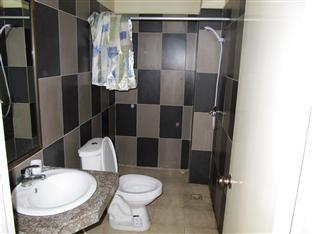 Sun City Guesthouse Phnom Penh - Deluxe Twin Bathroom