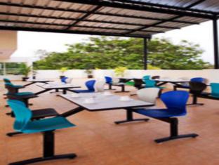 Compact Lotus Suites Bangalore - Restaurante