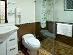 Compact Lotus Suites Bangalore - Baño