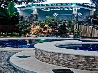 Philippines Hotel Accommodation Cheap | 5R Rooms for Rent Tagaytay - Swimming pool