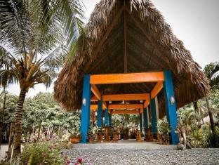 Pannzian Beach Resort Pagudpud - Hotellet udefra