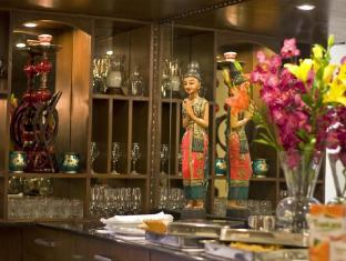 Red Maple Bed and Breakfast New Delhi and NCR - In House Dining